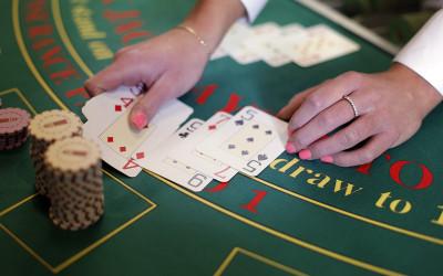 Blackjack és Ultimate Texas Hold'em bónusz rendszer